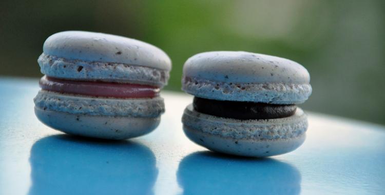 Makron-med-jordbær-og-sjokolade-front